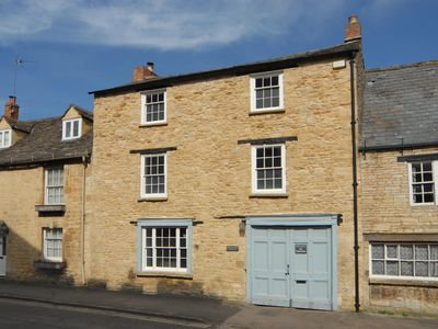 Photo for WHITE HART HOUSE, family friendly in Burford, Ref 988602