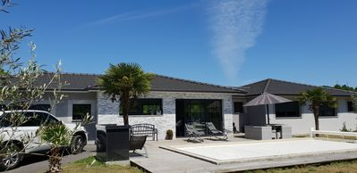Photo for Magnificent villa with swimming pool 10 minutes from Bordeaux center