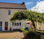 Very well located for exploring. Cottage is absolutely lovely with everything you need and more.