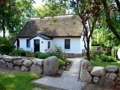 Photo for Thatched cottage - child friendly. large plot, quiet location, living area 85 sqm.