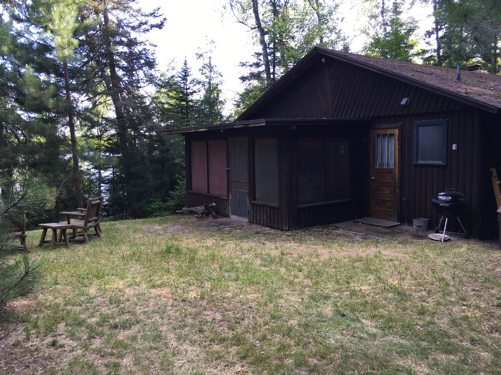 Vintage 1950 39 s log cabin retreat 500 ft on franklin lake for Log cabin retreat