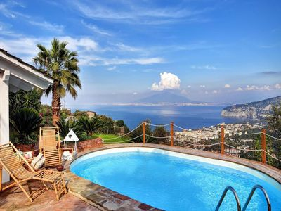 Photo for 4 ensuite bedroom villa with pool near Sorrento centre