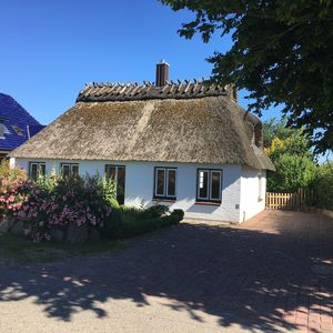 Photo for Cozy thatched cottage in the middle of nature