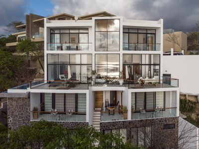 Photo for Spectacular Modern Home with Panoramic Views of the Bay