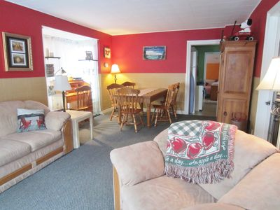 Photo for Canadiana style 2 bedroom house sleeps 6, walk to Falls