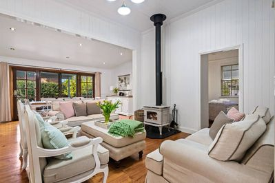 Classic large Queenslander in character filled East Toowoomba. 2 minute walk to cafe, restaurant, bakery, bottle shop, beauty parlour. 10 minute walk from Queen's Park.