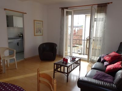 Photo for Lovely bright airy apartment in quiet street in centre Perpignan, beach 12km