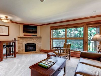 Photo for Mountain view condo, ski-in/ski-out access, pool and hot tub on-site