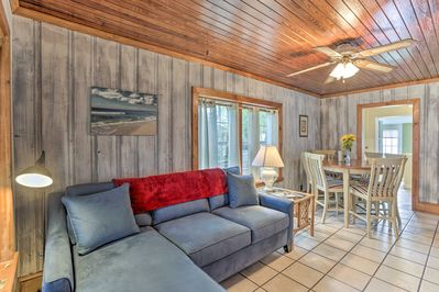 This 2BR/1BA cozy cottage is the perfect choice for your upcoming PCB vacation!
