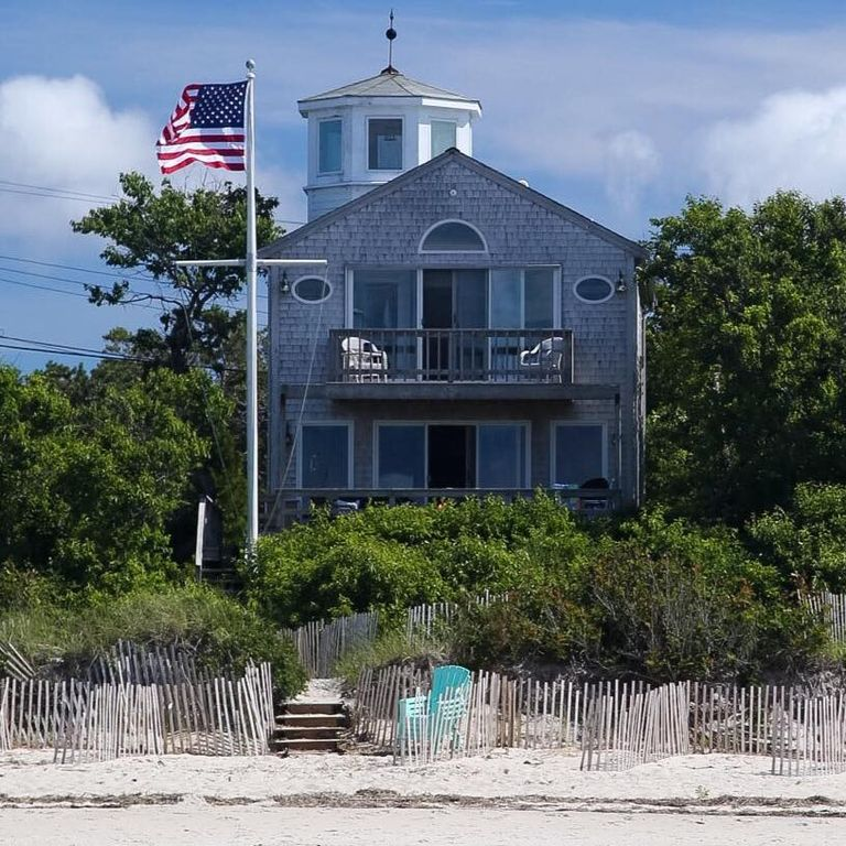 Beautifully Renovated Brewster Beachfront Home, Brewster