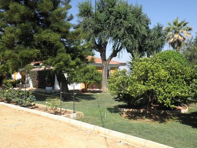 Photo for Country house with pool, in finca de naranjos, 25 km from the center of Seville