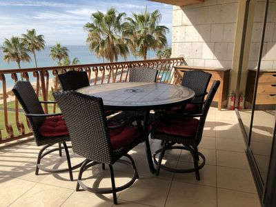 Table for 6 for awesome ocean front dining! Enjoy our provided board games :)