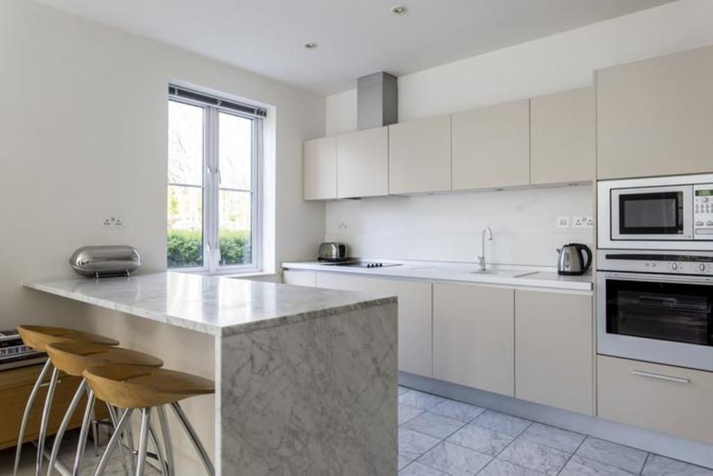 London Home 63, Enjoy a Holiday of a Lifetime Renting Your Own Private London Home - Studio Villa, Sleeps 6