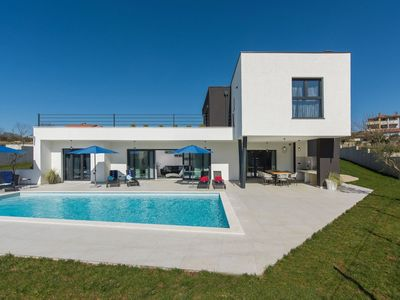Photo for New and modern villa with private pool and summer kitchen in central Istria