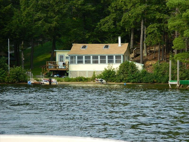 Clean private lake front cottage in southe vrbo for Cabin rentals in maine with hot tub