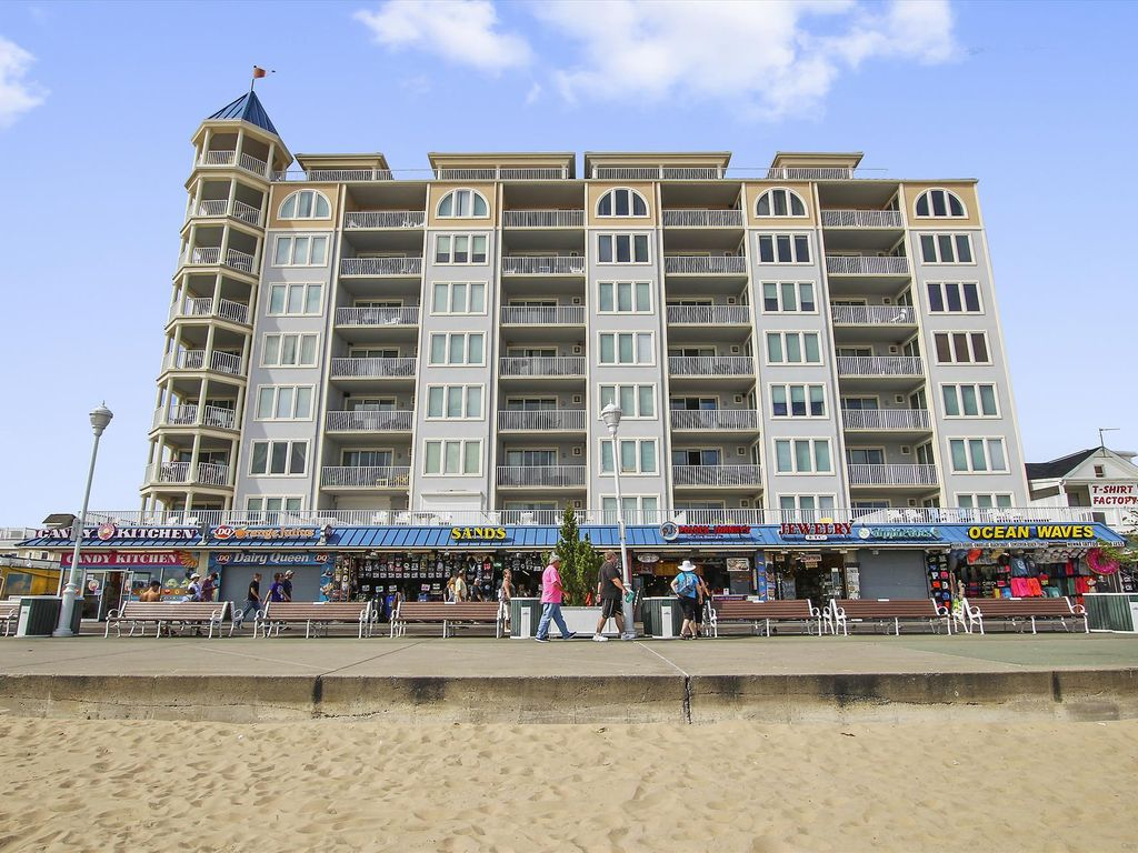 Luxury Oceanfront Condo (Side) on Ocean City Boardwalk - Great Views!