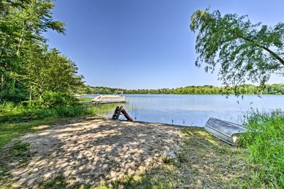 Enjoy the private beach & dock, provided kayaks, paddleboards & fishing boat!
