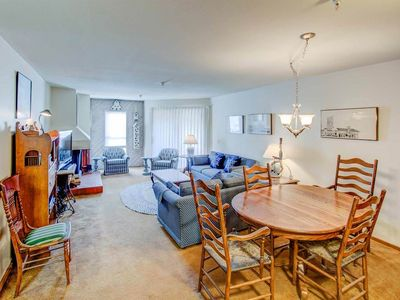 Photo for Affordable & cozy family mountain condo, walking distance to Eagle Express