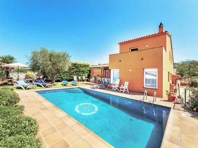 Photo for This 4-bedroom villa for up to 8 guests is located in Begur and has a private swimming pool and Wi-F