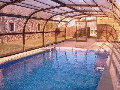 pool can be opened or enclosed