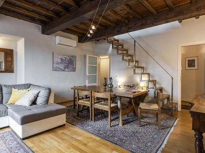 Photo for Spacious Colette apartment in Duomo with WiFi & integrated air conditioning.