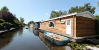 A very enjoyable stay in the spacious, clean and modern houseboat set in a peaceful location.