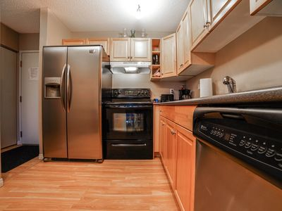 Photo for 30% Monthly Discount🍀Full Kitchen🍀Pets🍀Parking🍀W/D🍀Netflix