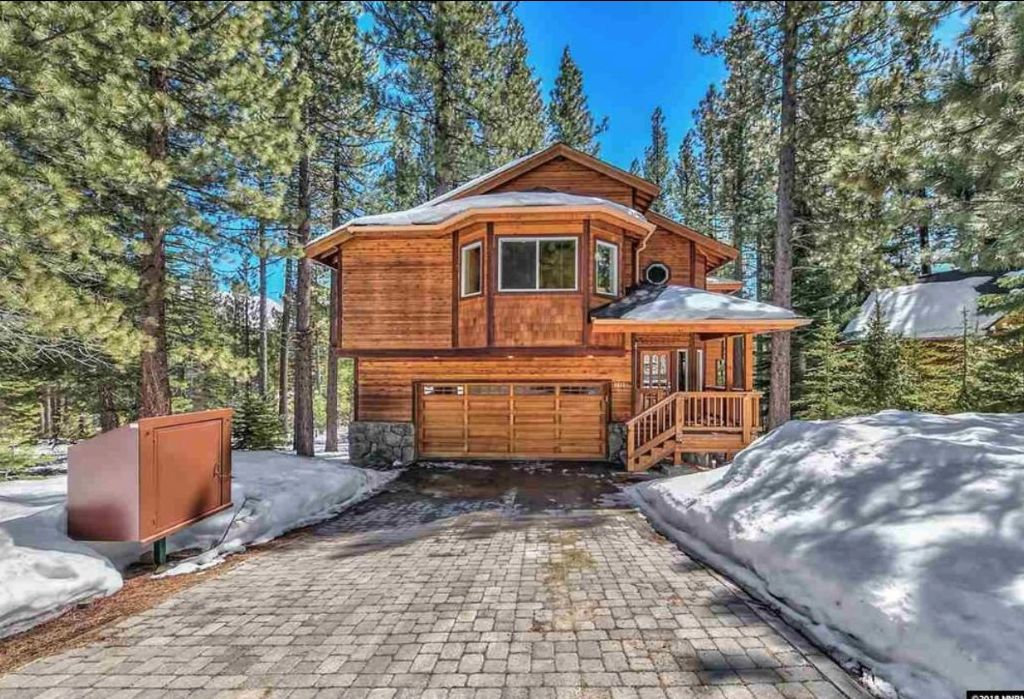 Large Tahoe Home, Close to Heavenly Ski Resort, With Hot Tub