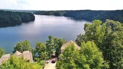 Lake House: Spectacular Views, Year Round Water, Hot Tub, Canoes, Pool Table!