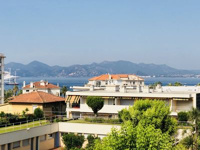 Photo for 2 Bedrooms, 6 Guests, Parking. Croisette, Beach, Restaurants and Shops Close By