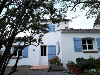 Photo for Spacious 3 bedroom house with its wooded and closed garden of 1500 m2