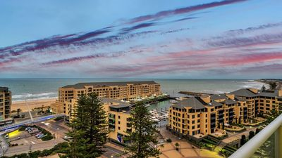 Photo for PENTHOUSE at Liberty Towers. BEST RENTABLE VIEWS IN GLENELG . SPACIOUS. STUNNING