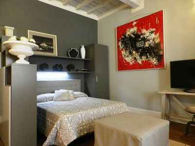 Photo for Santo Spirito apartment in Oltrarno with WiFi & air conditioning.