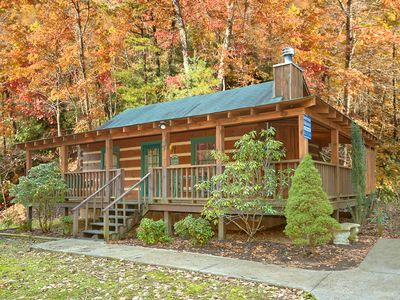 $89/nt Feb 21-24 ~ Romantic Log Cabin, Private Hot Tub, 2 Rockers, 55 SmartTV