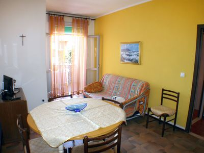Photo for Apartment with two bedrooms and private garage just steps from the sea