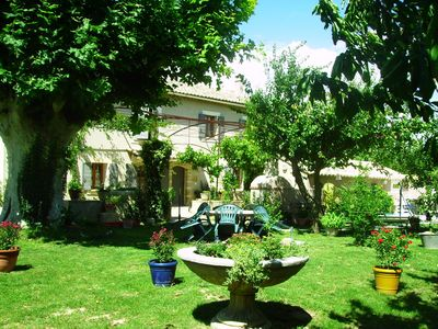 Photo for Pretty Provencal farmhouse with pool in the countryside of Cavaillon, sleeps 8.