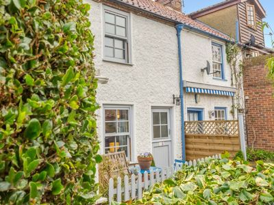 Photo for A delightful 200-year-old, south-facing fisherman's cottage in gorgeous Wells-next-the-Sea, oozing w