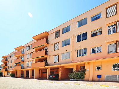 Photo for 3 bedroom Apartment, sleeps 2 with Air Con, FREE WiFi and Walk to Beach & Shops