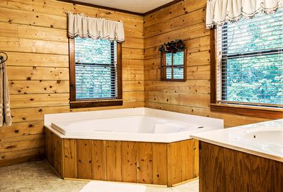 Jacuzzi for two in the master en suite