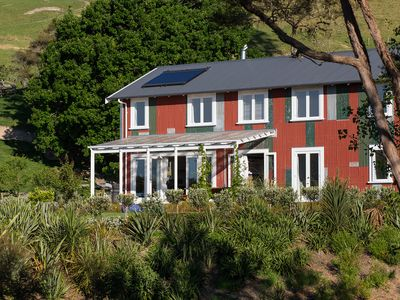 Photo for The Pear Orchard Lodge - sleeps 16 (optional Shearer's Cottage available sleeps