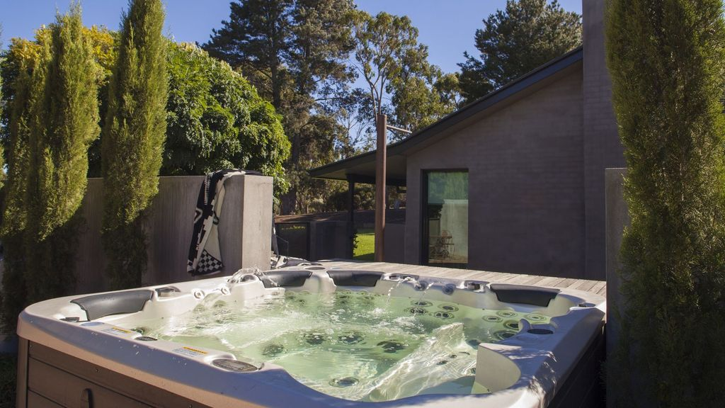 East Wing - Modern Retreat on Olive Grove