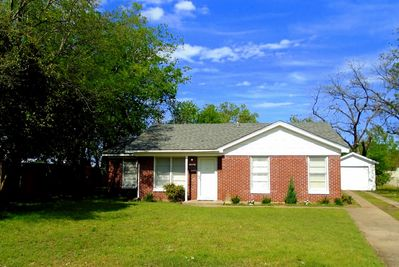 Adorable Cozy FW Cottage, 2BR/1BA complete home close to everything!!