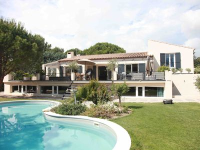 Photo for Luxury villa with pool + Jacuzzi 5min from the center of Aix-en-provence