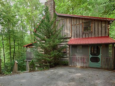 Photo for Cozy Family Cabin only 4 miles from Downtown. Hot Tub, Fireplace and Wi-Fi.