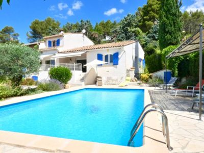 Photo for Beautiful villa in pretty village near Montpellier, swimming pool.