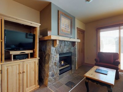 Photo for Cozy studio w/shared pool, hot tub, sauna & gym -walk to the slopes