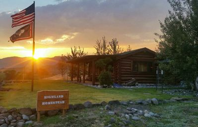 Photo for Just outside Yellowstone's East gate, fully renovated cabin