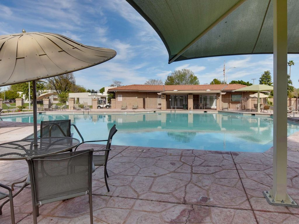 Newly remodeled Townhome near Old Town Scottsdale Close to freeway, Golf, Bike Paths, and Much more!