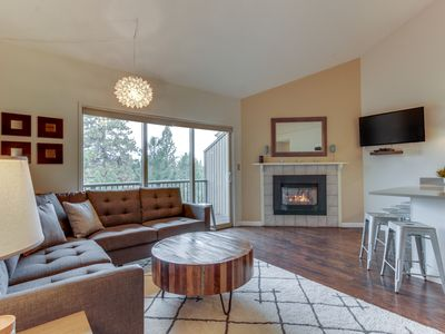 Photo for Modern condo w/shared pool & hot tub - close to town & Mt Bachelor!