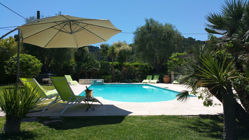 LUXUEUSE VILLA INDIVIDUELLE NR CANNES, PISCINE CHAUFFEE PRIVEE, 6 CHAMBRES DOUBLES AVEC A / C